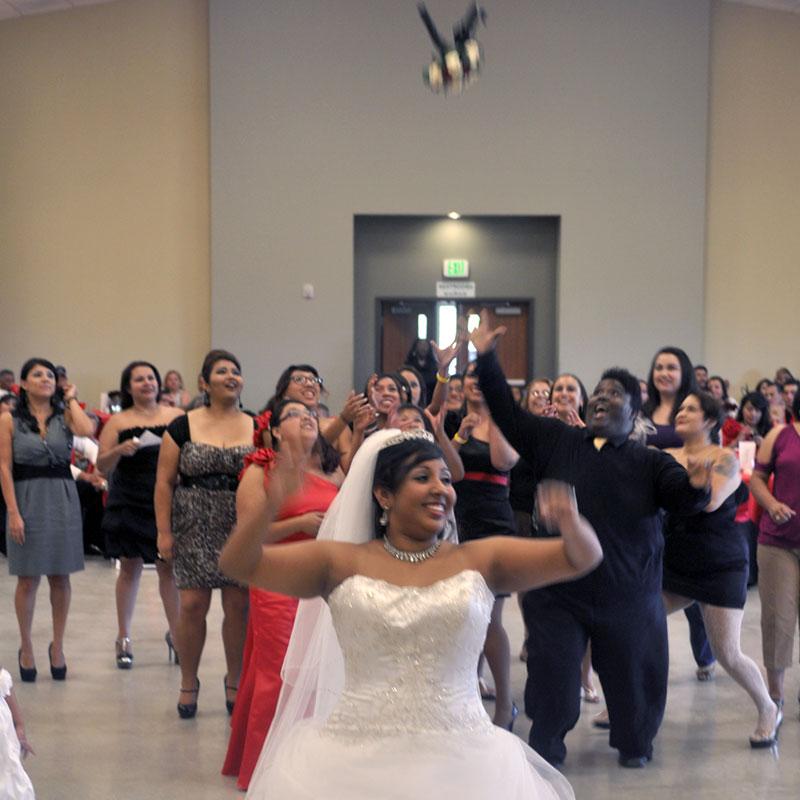 wedding bride bouquet toss